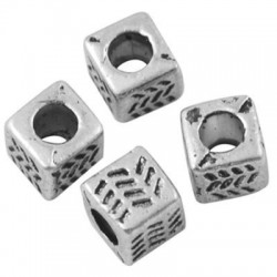 Margele metalice  4,5*4,5mm cub -4buc